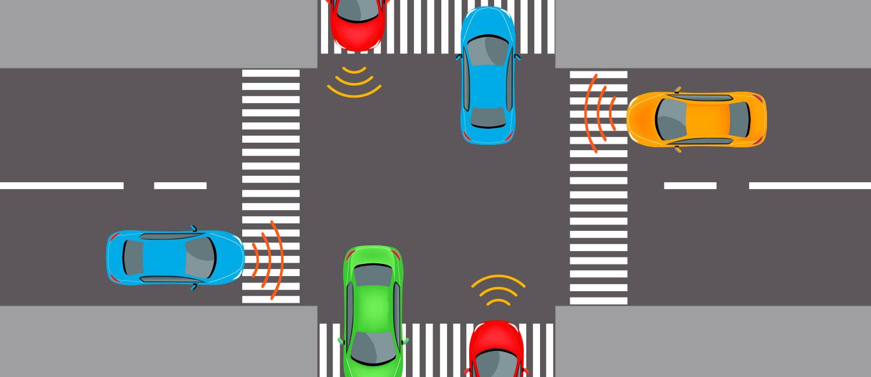 Mehre Fahrzeuge stehen an einer Straßenkreuzung.